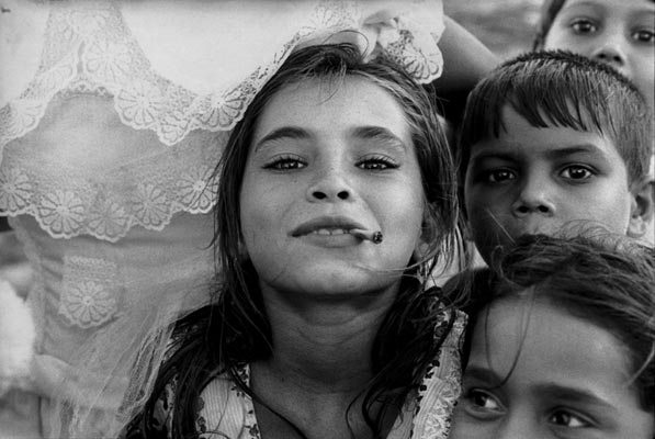 Foto linda de Otto Stupakoff - menina cigana