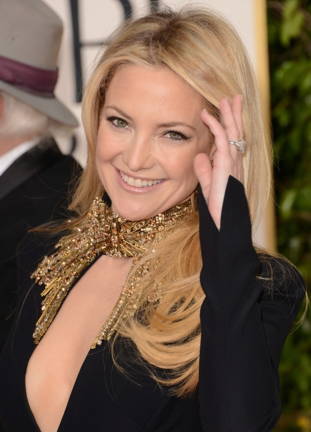 kate-hudson-golden-globes-2013-red-carpet-02