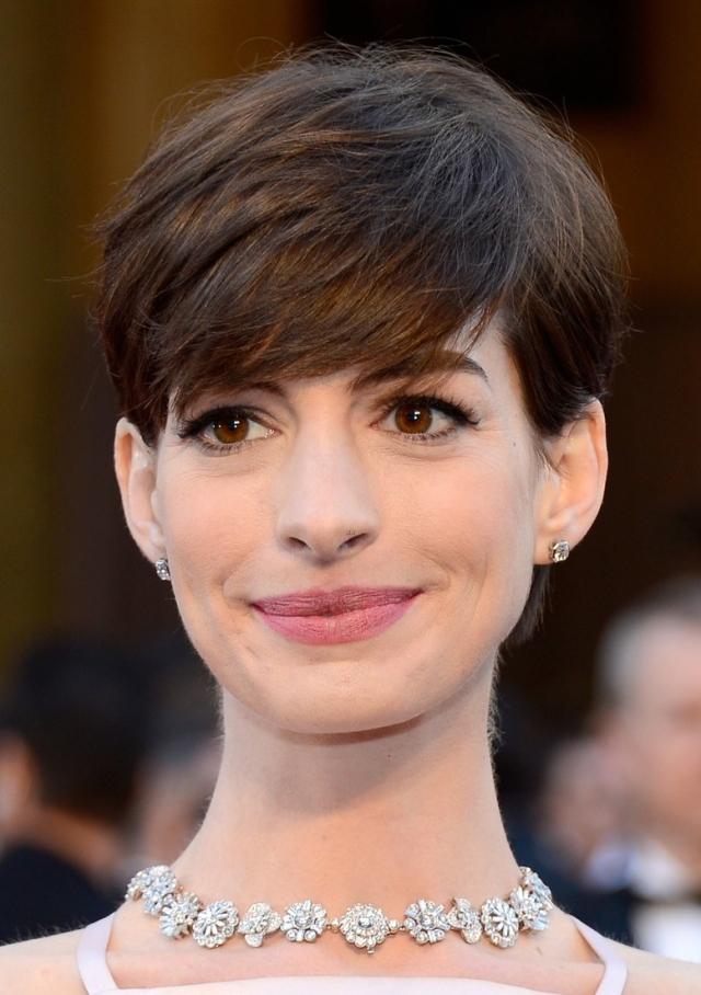 anne-hathaway-wins-best-supporting-actress-oscar-2013-02