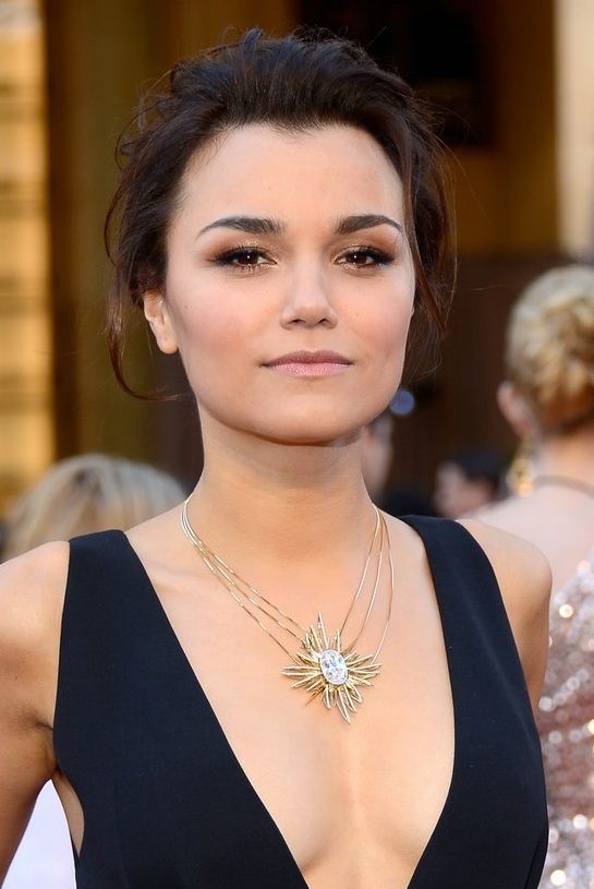 samantha-barks-oscars-2013-red-carpet-02