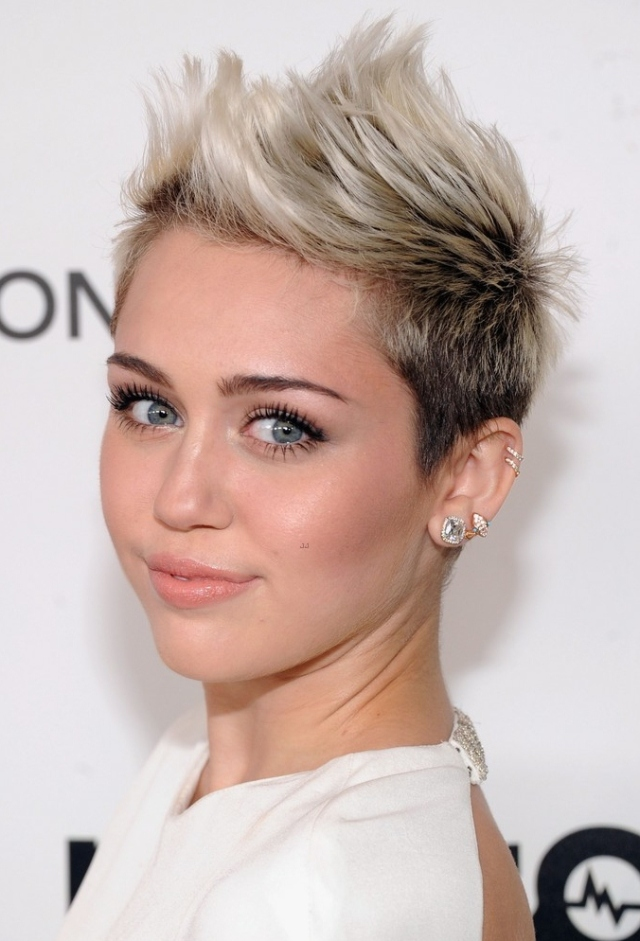 miley-cyrus-elton-john-oscars-party-2013-02
