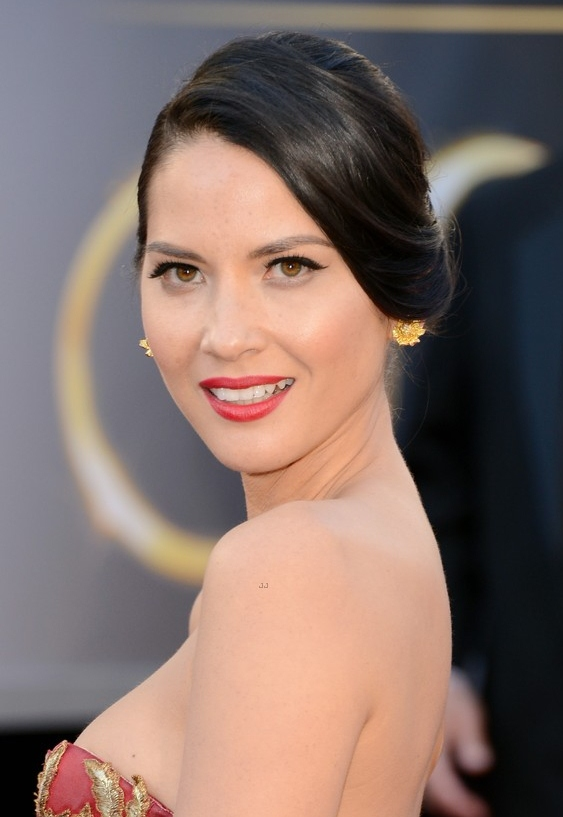 olivia-munn-oscars-2013-red-carpet-02
