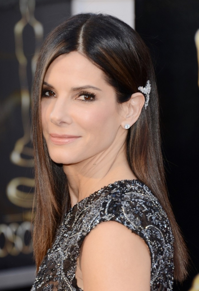 sandra-bullock-oscars-2013-red-carpet-02